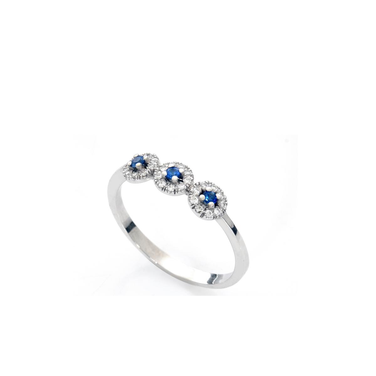 טבעת אירוסין מיוחדת משובצת יהלומים וספירים