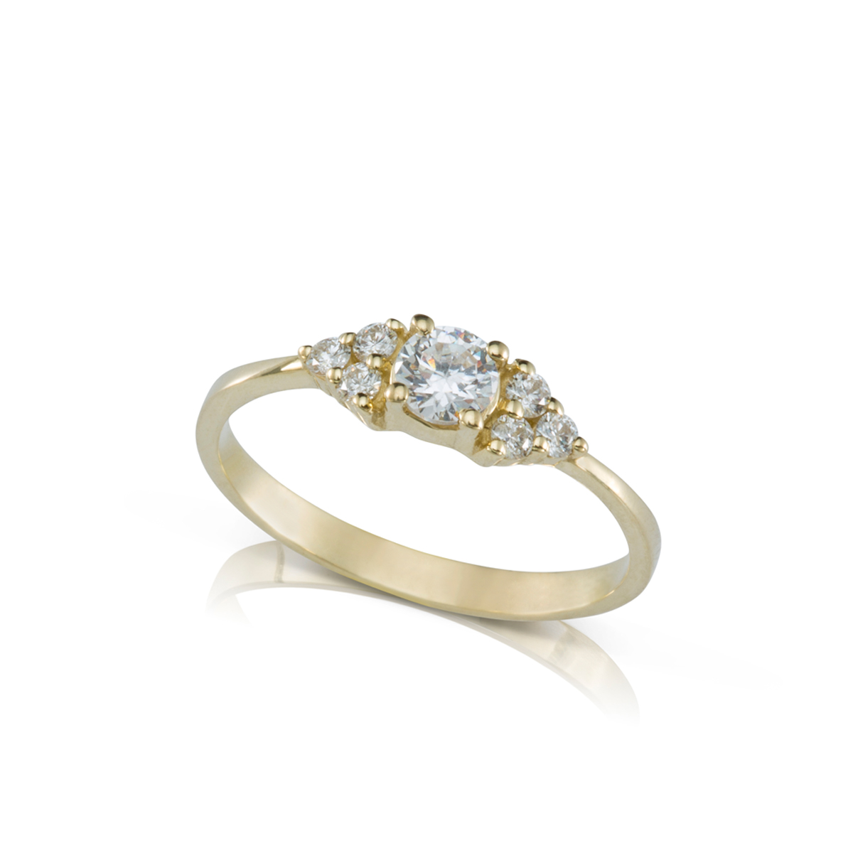 טבעת אירוסין משובצת יהלום מרכזי 0.30ct  ו-6 יהלומים צדדים