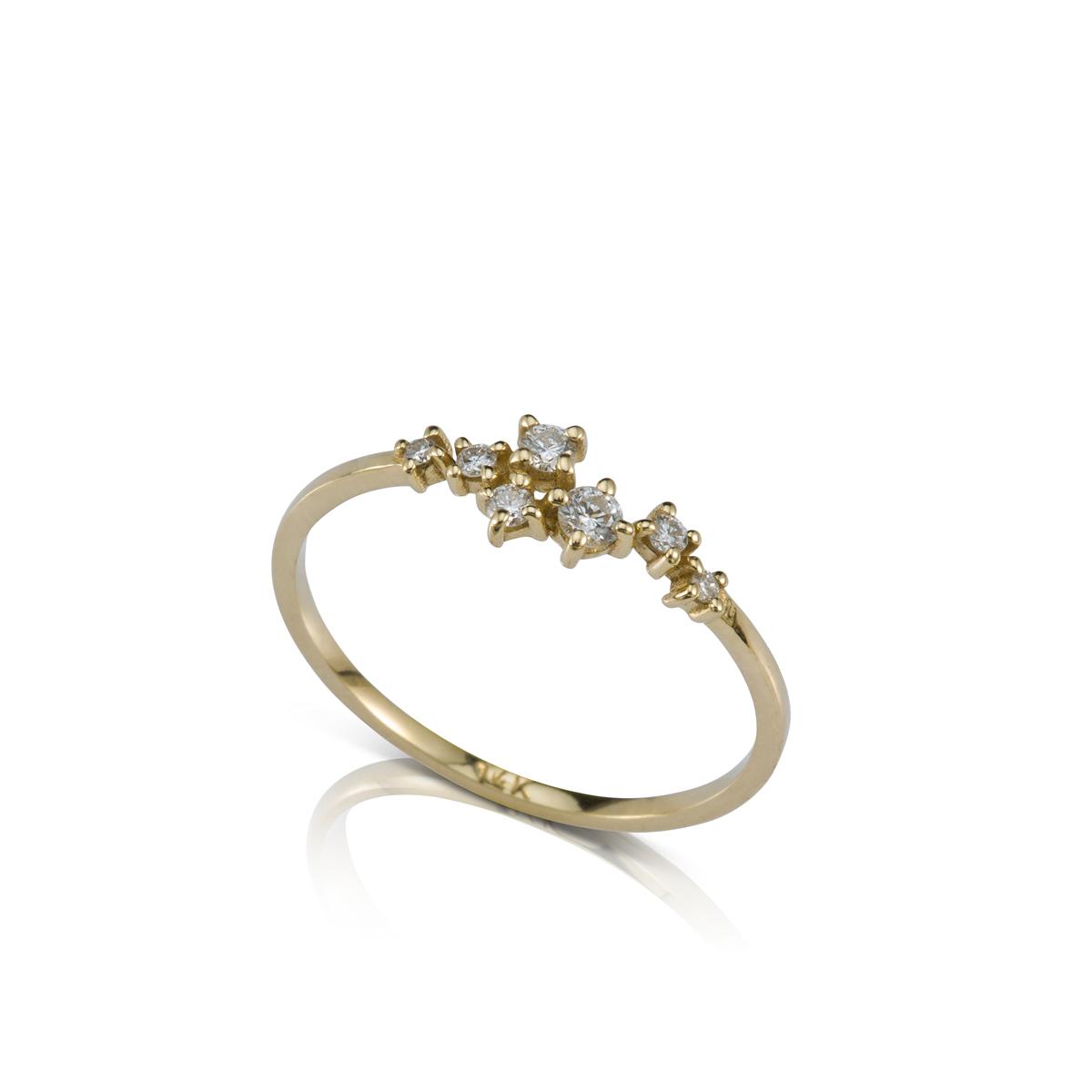 טבעת זהב עדינה ומיוחדת משובצת יהלומים בגדלים משתנים