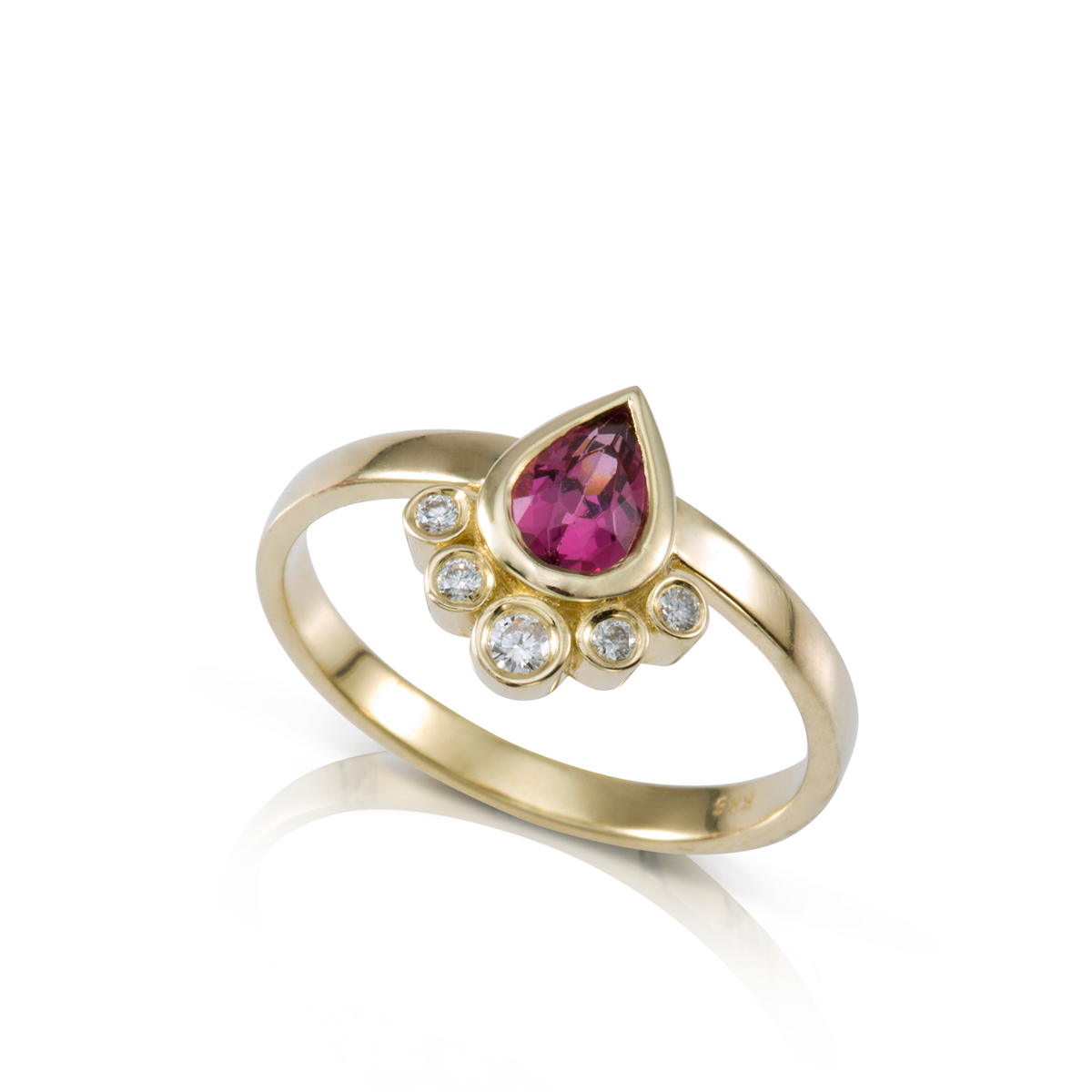 טבעת זהב משובצת רודולייט בצורת טיפה ויהלומים