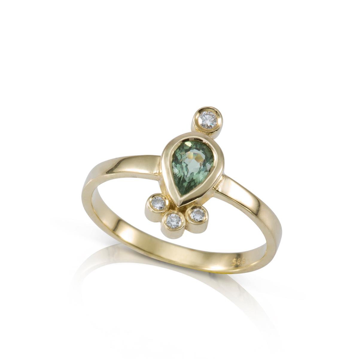 טבעת זהב משובצת ספיר ירוק בצורת טיפה ו-4 יהלומים