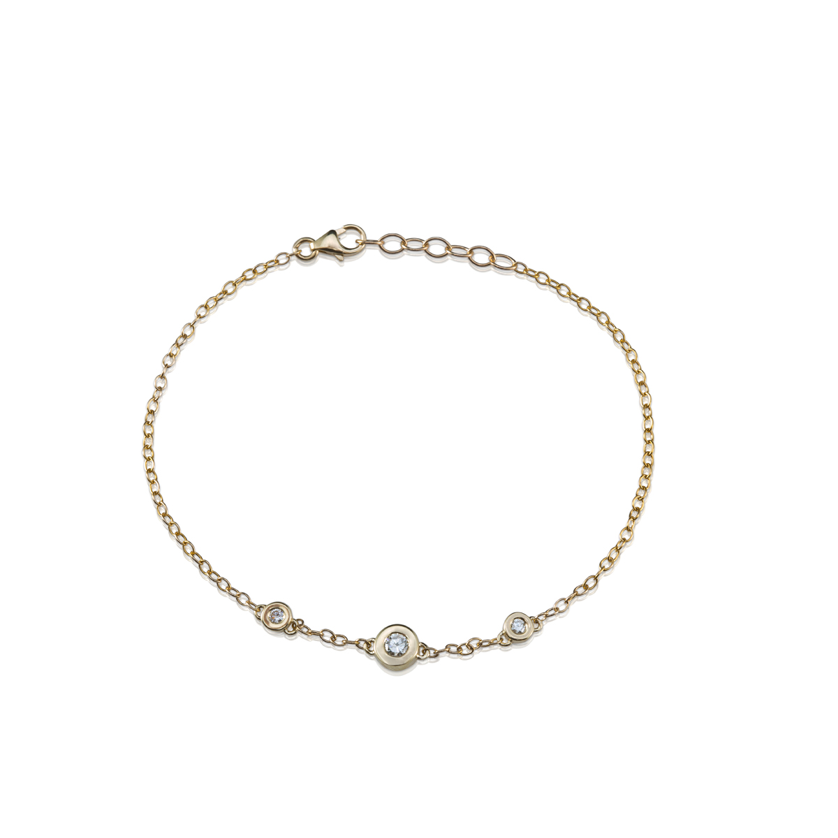צמיד זהב משובץ יהלום מרכזי ו-2 יהלומים צדדים