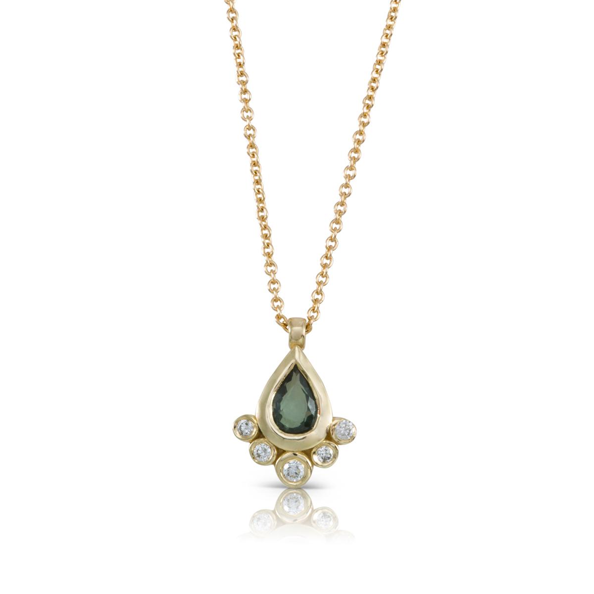שרשרת זהב משובצת ספיר ירוק בצורת טיפה ויהלומים