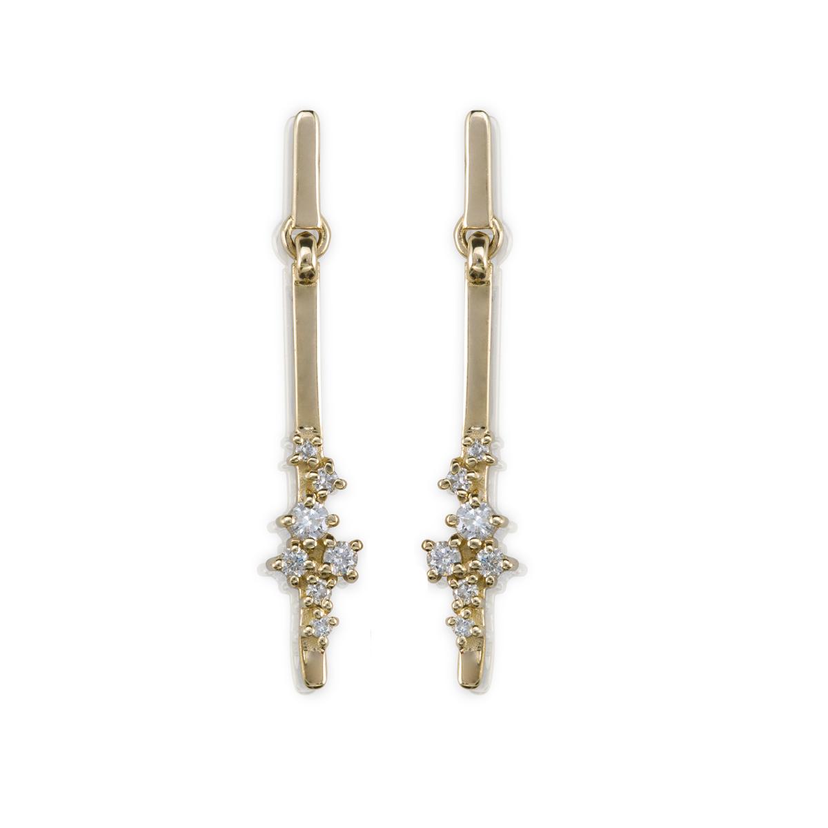 עגילי זהב צמודים מתנדנים משובצים יהלומים בגדלים משתנים