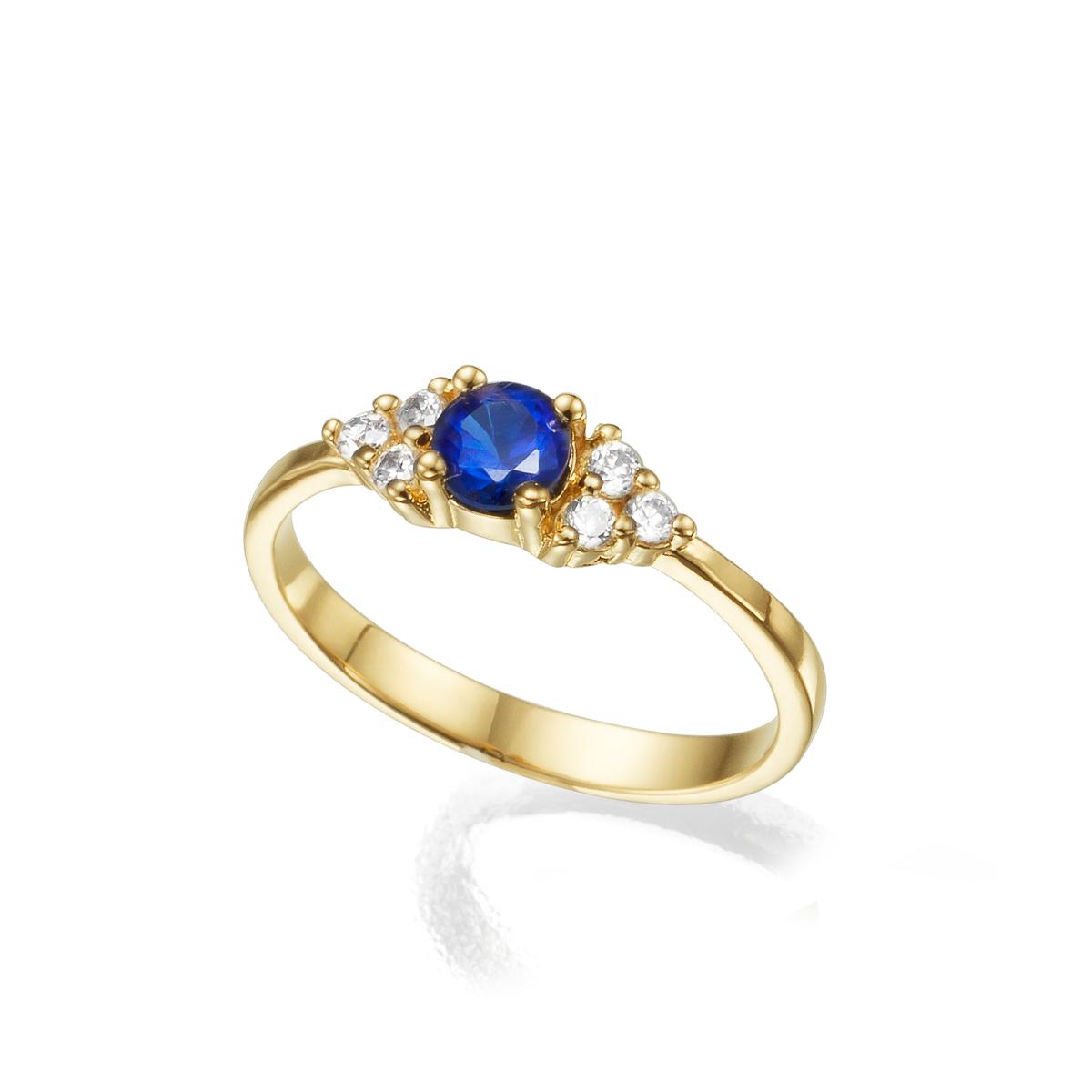 טבעת אירוסין משובצת ספיר מרכזי 0.30ct  ו-6 יהלומים צדדים