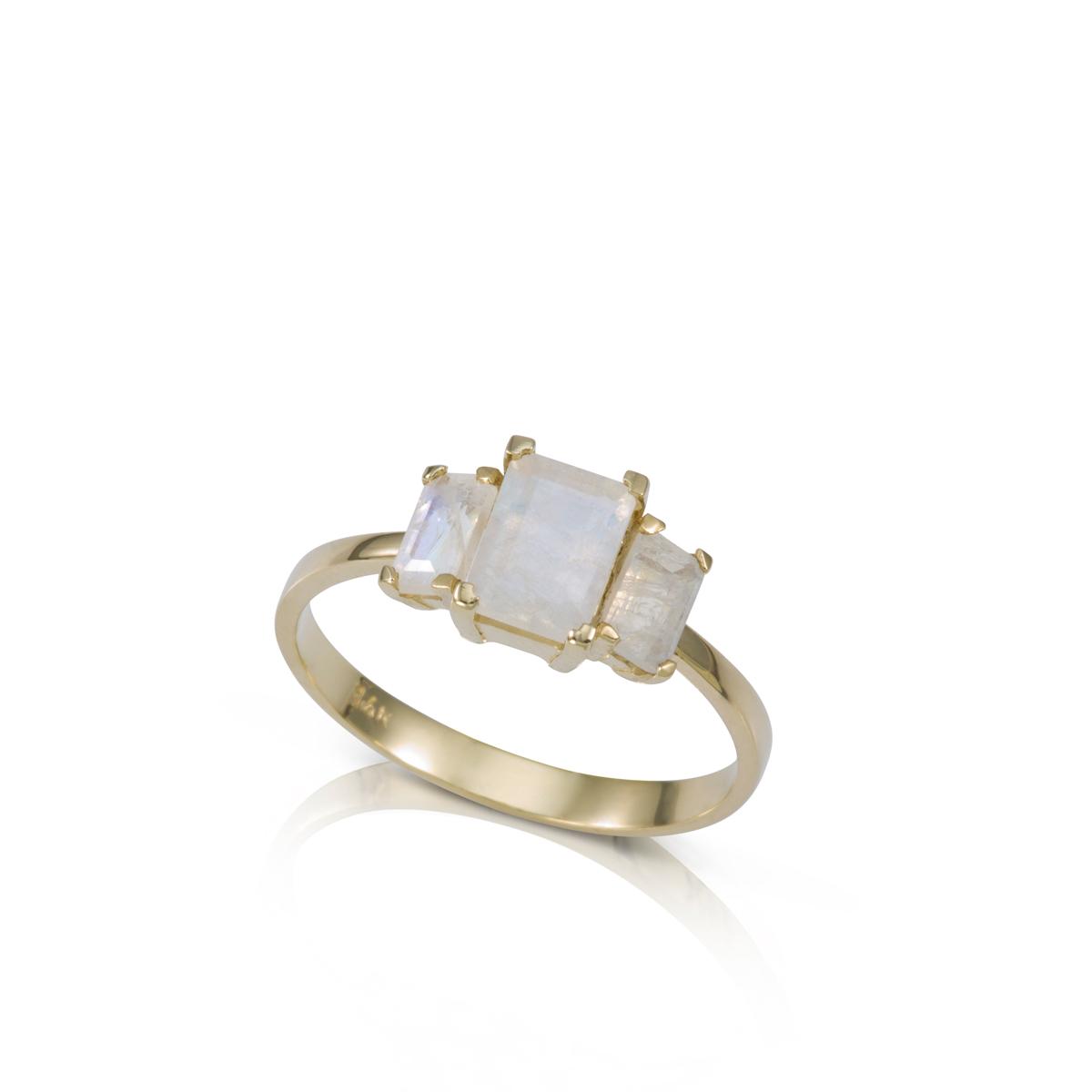 טבעת זהב משובצת 3 אבני מונסטון בחיתוך מלבני