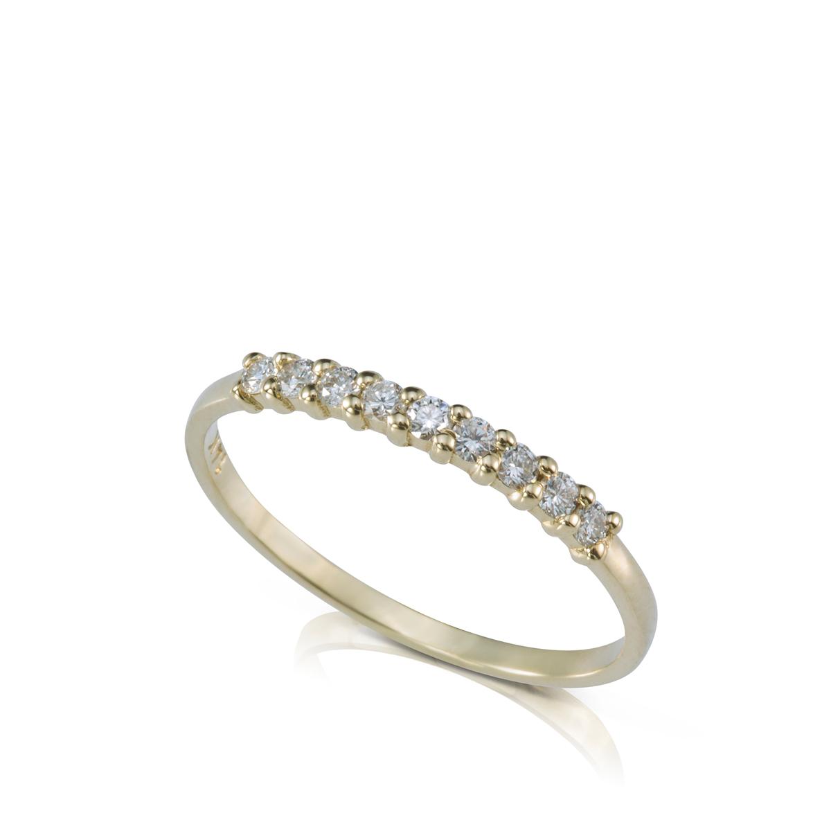 טבעת שורת יהלומים בשיבוץ בולט