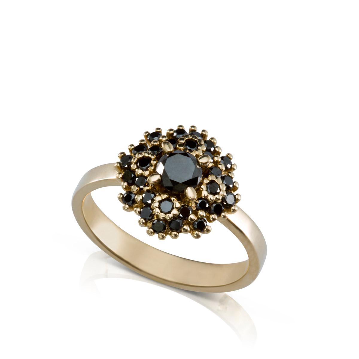 טבעת יהלומים שחורים מרשימה ומיוחדת