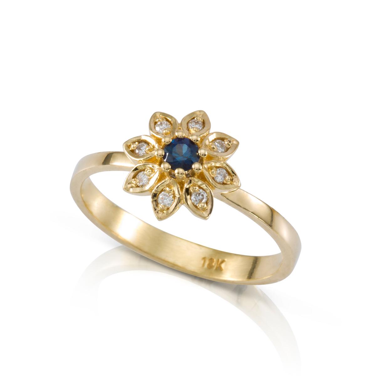 טבעת פרח זהב משובצת ספיר כחול ויהלומים