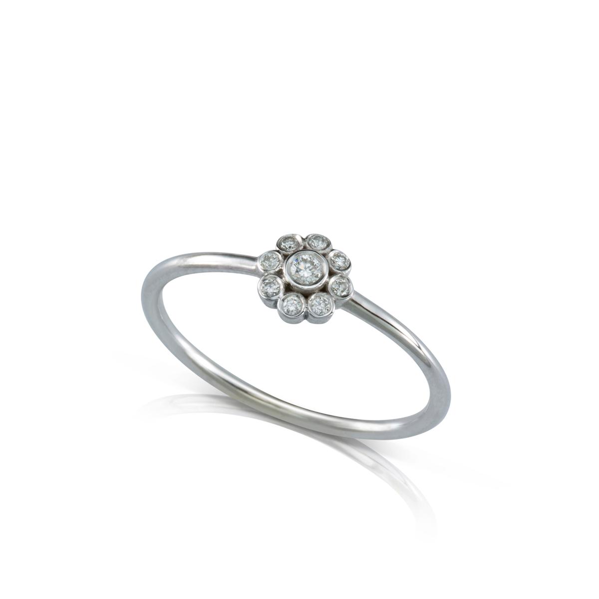 טבעת פרח יהלומים עדינה
