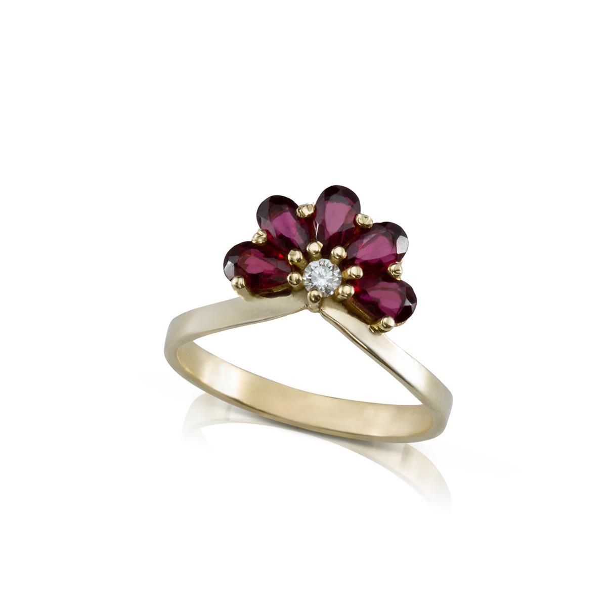טבעת זהב משובצת ב-5 אבני רודלוייט ויהלום