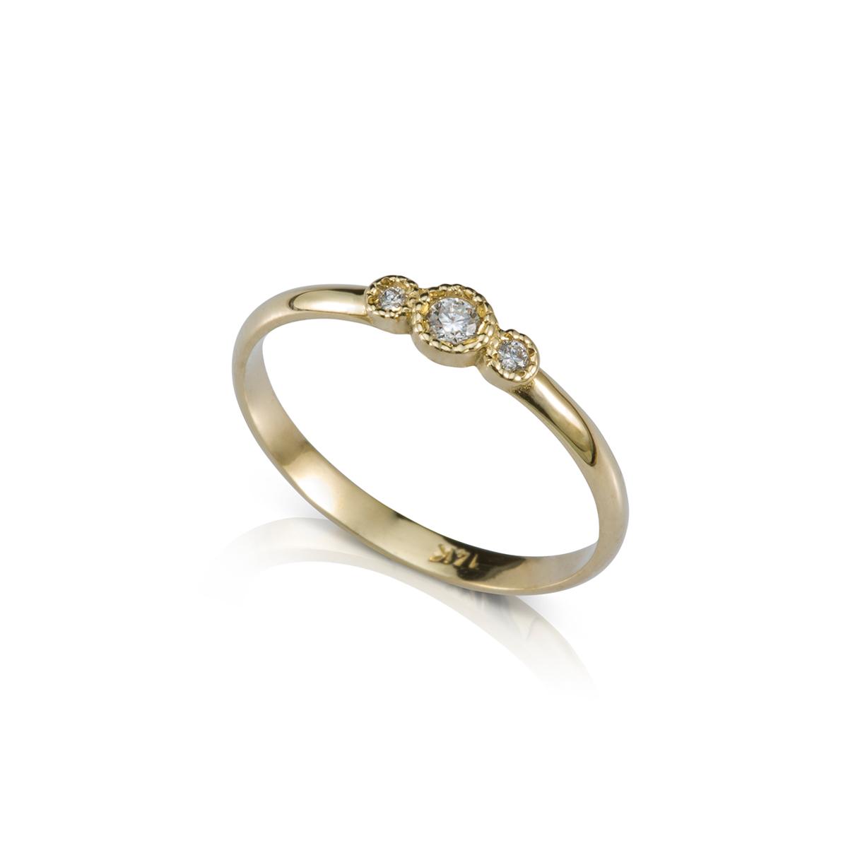 טבעת זהב עדינה משובצת יהלומים
