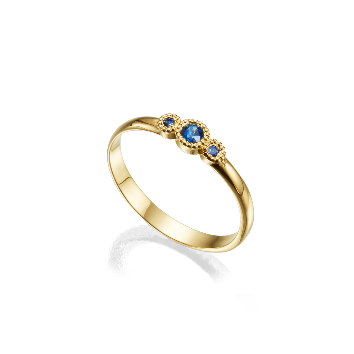 טבעת זהב עדינה משובצת אבני ספיר