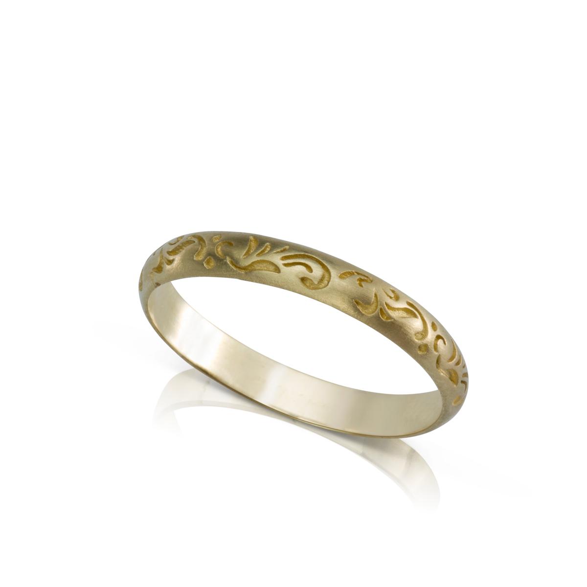 טבעת זהב עם חריטת פרחים אורינטלית