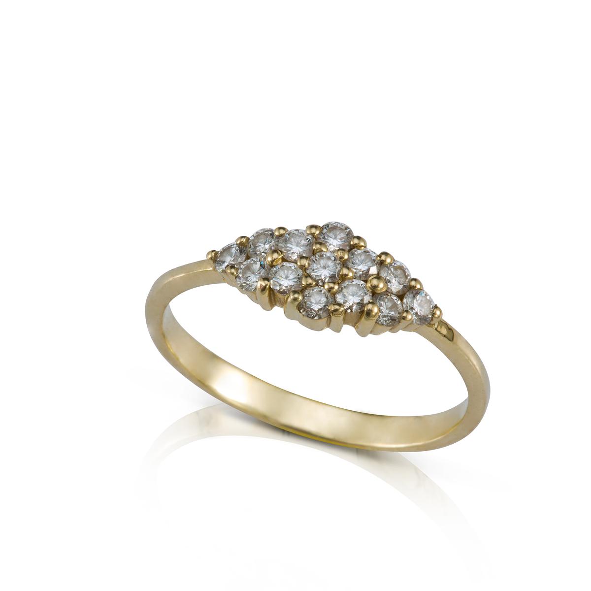 טבעת יהלומים עשירה