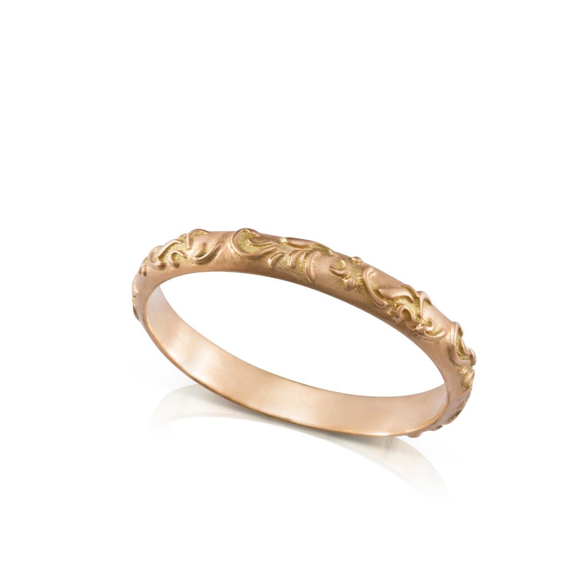 טבעת זהב עם עיטור פרחים אוריינטלי בולט