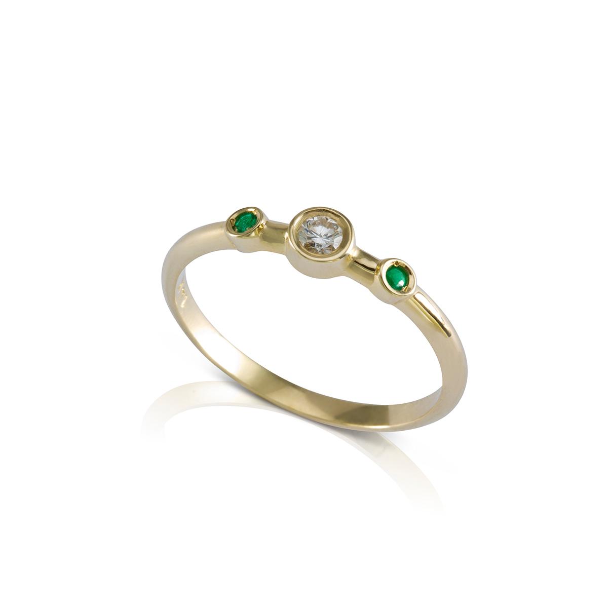 טבעת יהלומים ואמרלדים עדינה