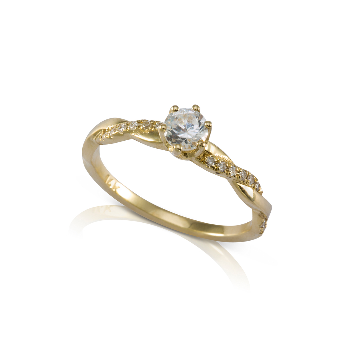 טבעת צמה עם יהלום מרכזי
