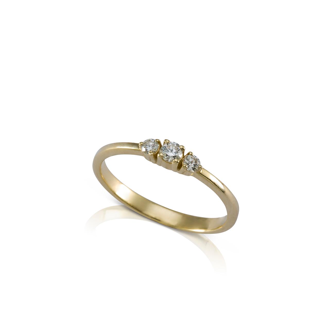 טבעת שלושה יהלומים עדינה