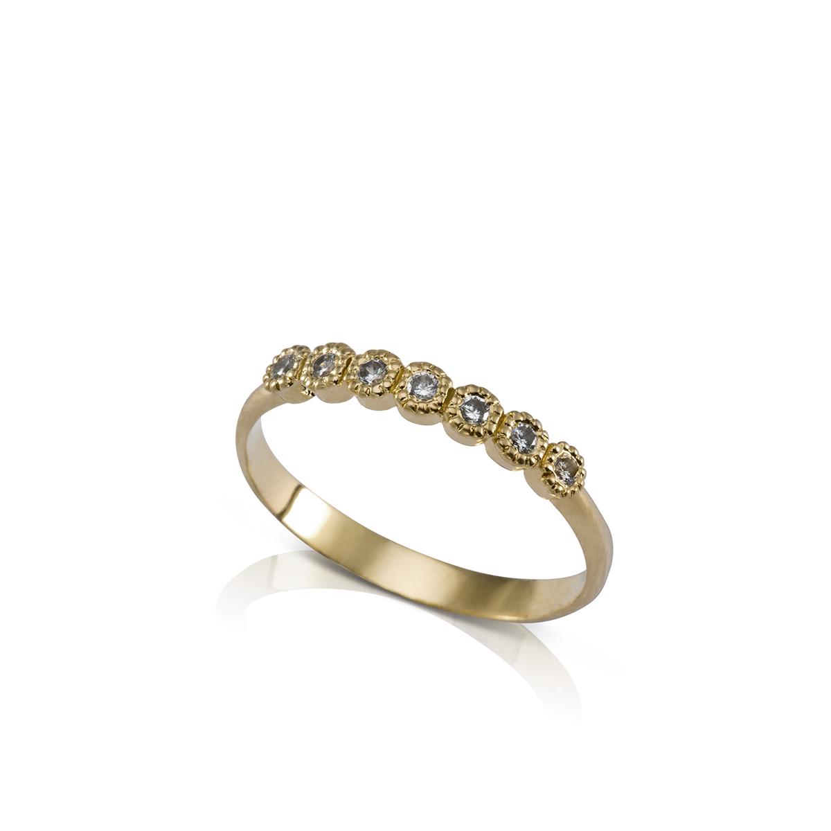 טבעת זהב עדינה משובצת שבעה יהלומים
