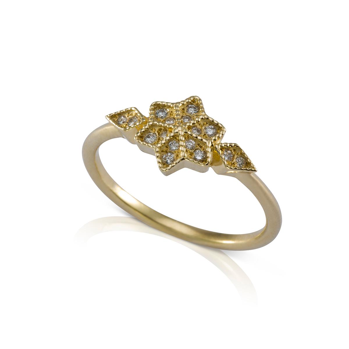 טבעת יהלומים מעוטרת כדורי זהב