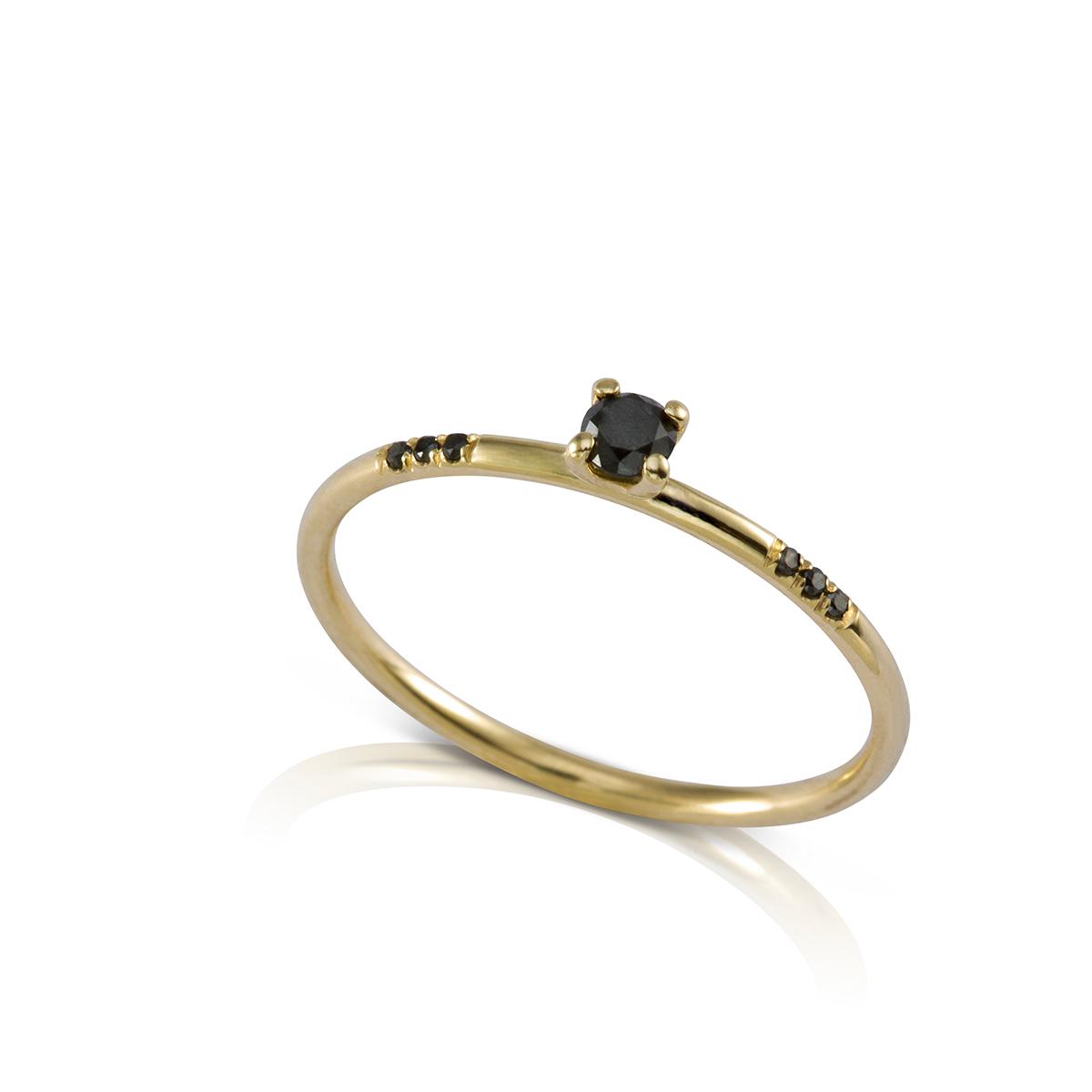 טבעת יהלומים שחורים עדינה