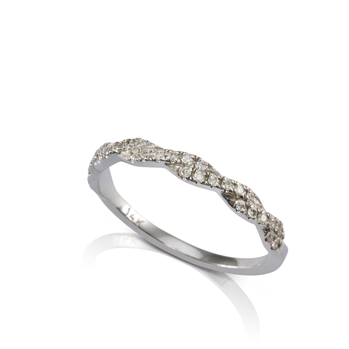 טבעת צמה משובצת יהלומים