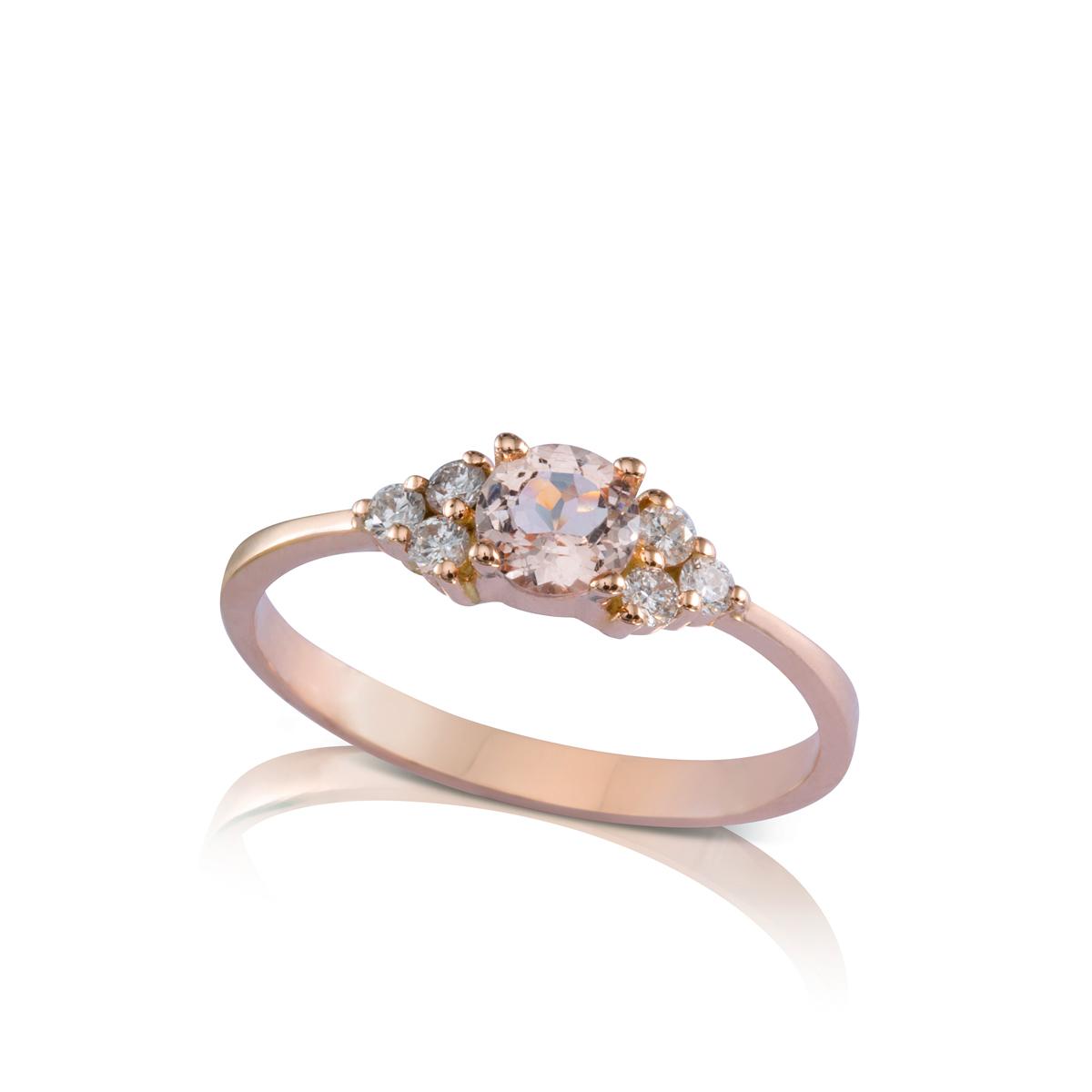 טבעת אירוסין משובצת מורגנייט ו-6 יהלומים צדדים