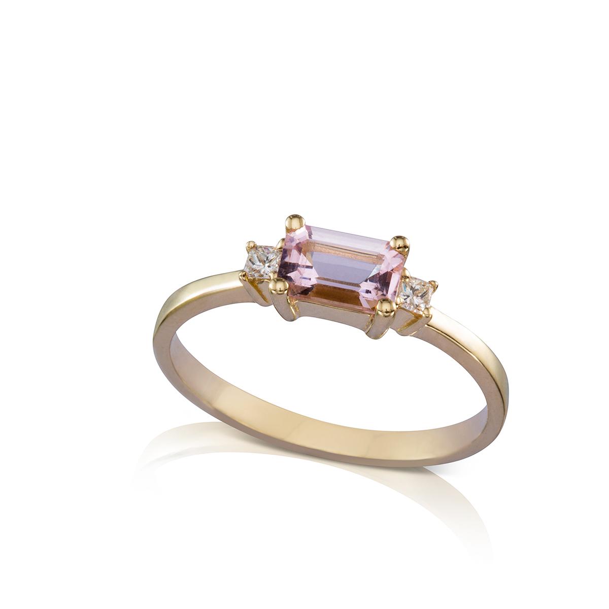טבעת מורגנייט ויהלומים בחיתוך מרובע