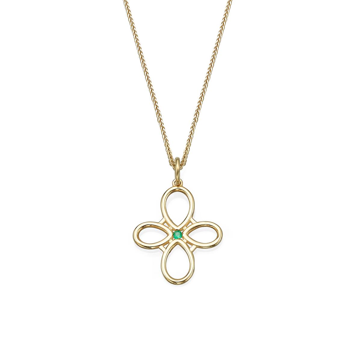 שרשרת זהב עם תליון זהב מרכזי בצורת 4 טיפות ובמרכזו אמרלד
