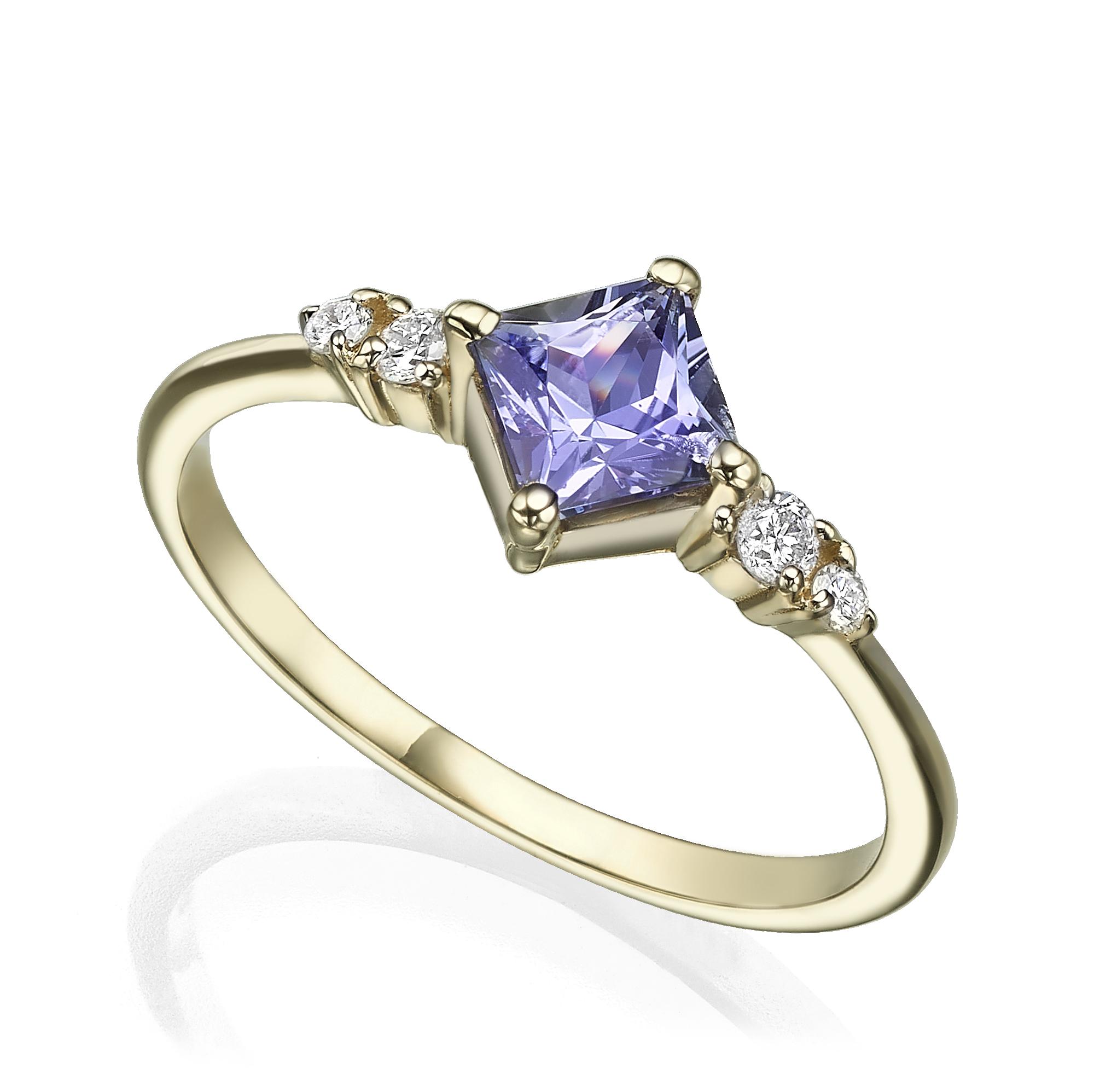 טבעת זהב משובצת טנזנייט בחיתוך פרינסס ויהלומים בצדדים