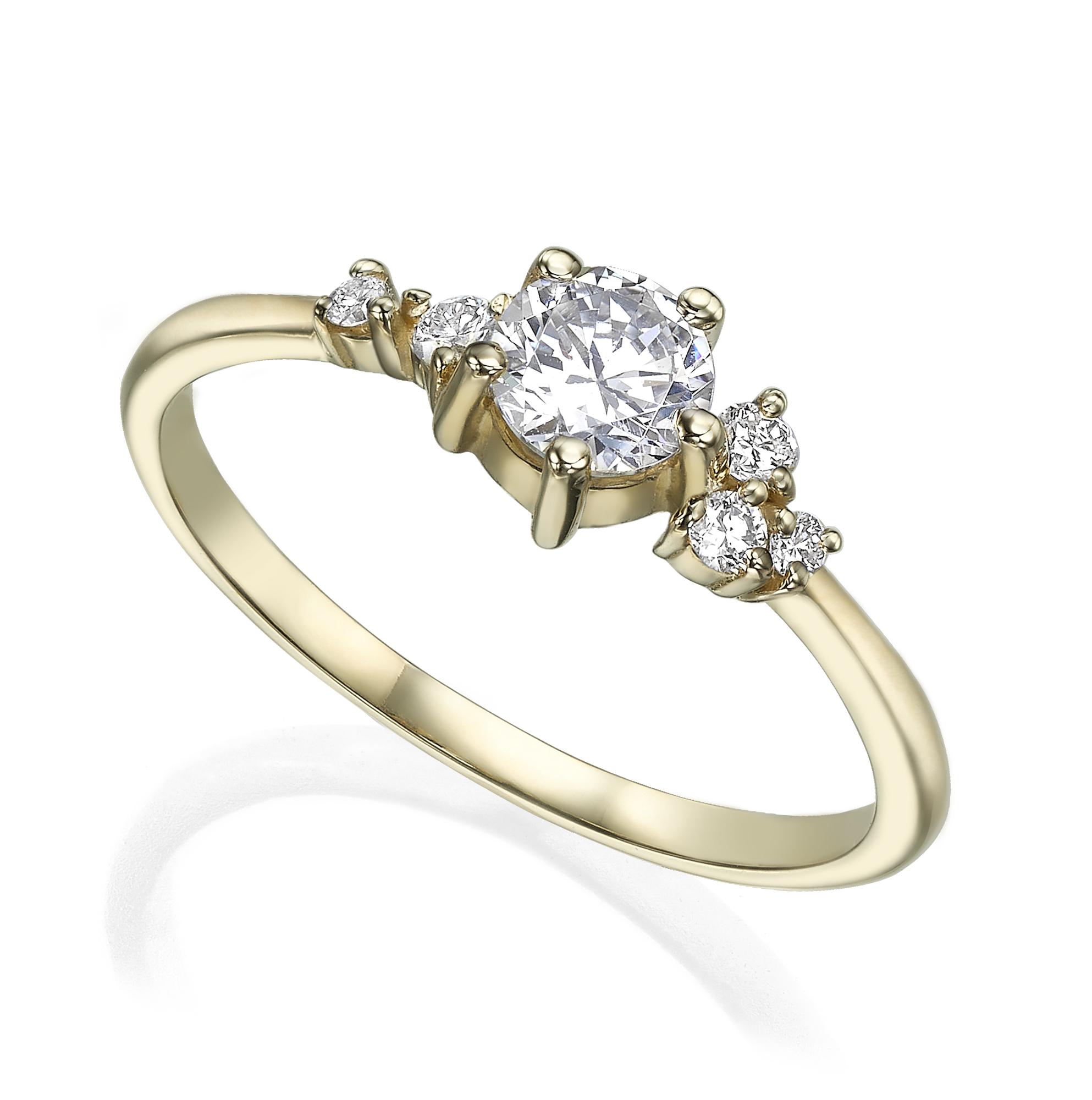טבעת אירוסין מושבצת יהלום חצי קארט  ויהלומים קטנים א סימטרים