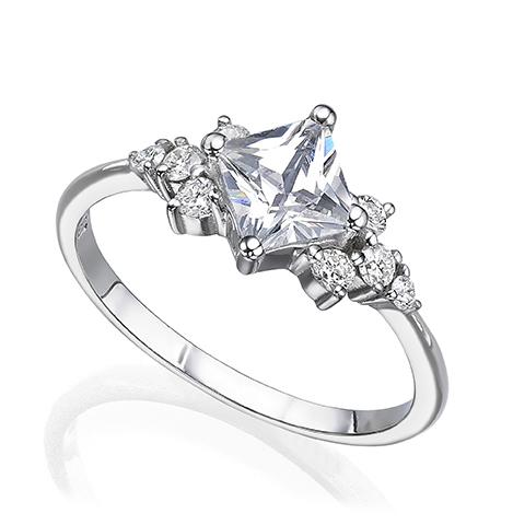 טבעת אירוסין משובצת יהלום פרינסס ויהלומים עגולים