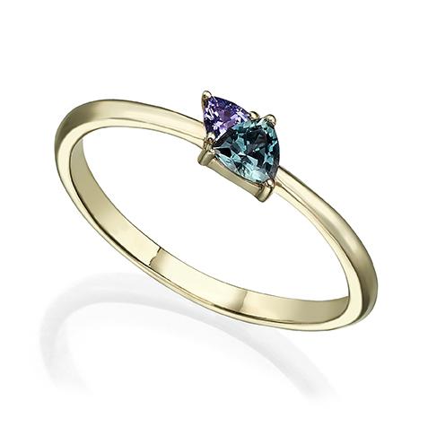 טבעת זהב משובצת ספיר וטנזנייט בחיתוך טריליון