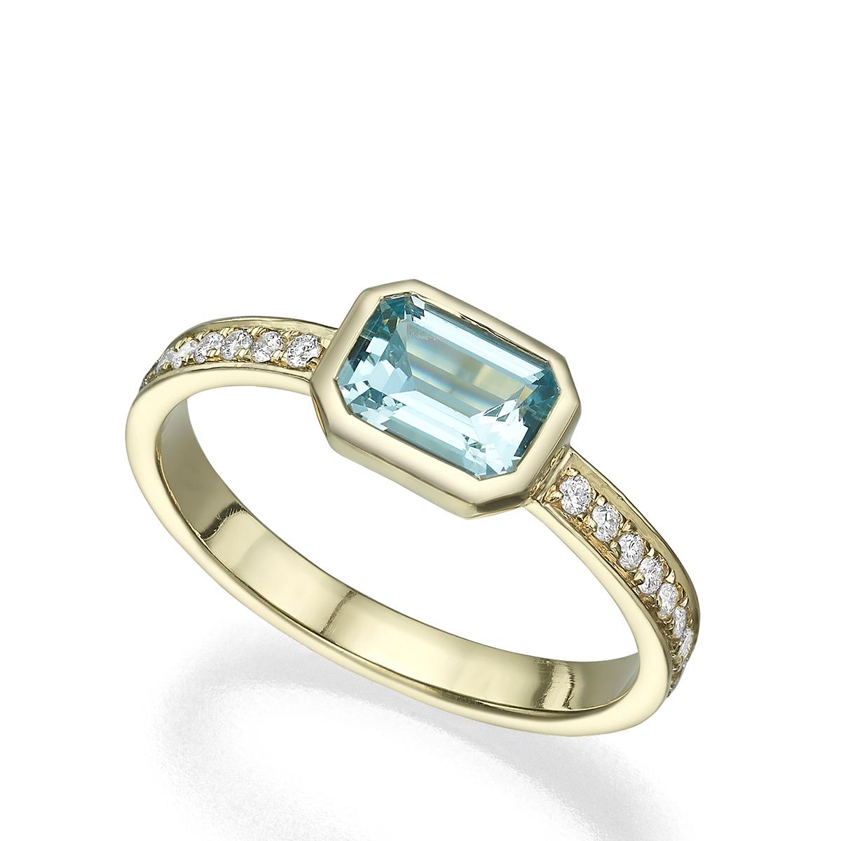 טבעת זהב משובצת אקאווה מרין מלבנית במסגרת זהב ויהלומים בצדדים