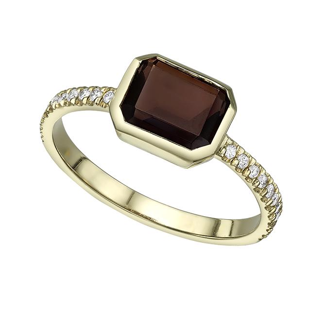 טבעת זהב משובצת אבן סמוקי קווארץ במסגרת זהב ויהלומים לבנים